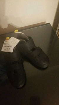 Boys size 12 hightop shoes 3740 km