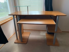 Computer table with keyboard tray