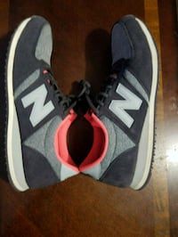pair of gray New Balance low-top sneakers Annandale, 22003