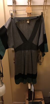 black and gray v-neck long-sleeved dress Surrey, V3T 5S8
