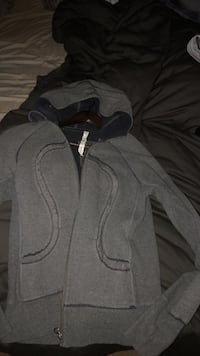 Lululemon special edition grey zip-up hoodie size 8 Ottawa, K4A 0P3