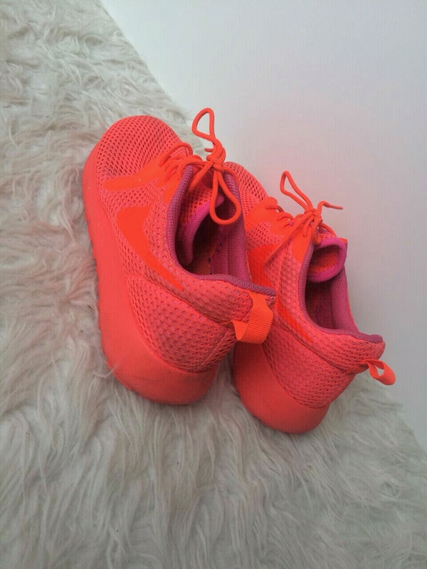 Neon orange Nike Roshe Run Gr. 40
