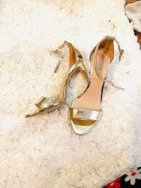 It's very gently worn Aldo shoes in gold color College Park, 20740