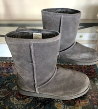 Woman's gray suede fleece-lined boots - $18  CHICAGO