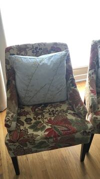 Beautiful pair of accent chairs (only one shown in photo). At 350 CAD per chair, these are a steal! Toronto, M1R 4T3