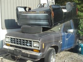 1987 FORD BRONCO XLT 4X4 TRUCK + LOTS OF PARTS INCLUDED $1200!