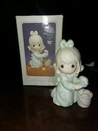 girl Precious Moments with shell ceramic figurines with box Las Vegas, 89146