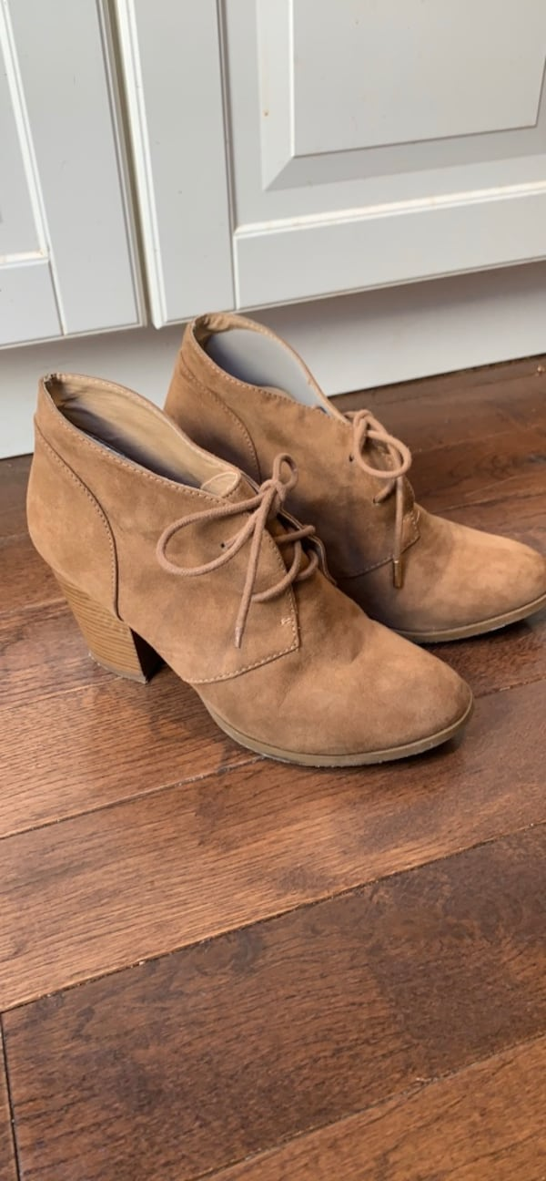 Forever 21 ankle boots size 8 5ac3fd6d-95bc-423c-b164-f84660030444