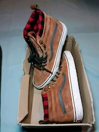 sz 8.5 Weatherized vans  Fairfax, 22030