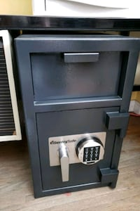 SentrySafe Front loading Repository Security Safe DH-109E, 1.3 Cu.Ft. Mississauga, L5A 1W7