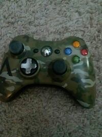 green camouflage Xbox 360 controlle