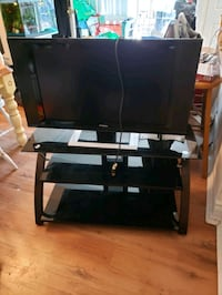 "32 "" Primo TV, stand and wall mount Ingersoll, N5C 3A3"