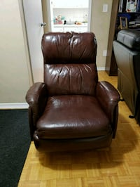 brown leather recliner sofa chair Toronto, M4K 2G5
