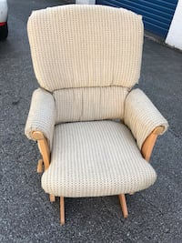 Comfortable glider chair.  (No ottoman) great condition Port Moody, V3H 4C6
