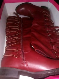 Two pairs of boots  New Windsor, 12553