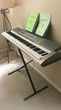 Black and white electronic keyboard Bellingham, 98229