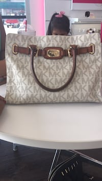 white and gray Michael Kors leather tote bag Grand Prairie, 75051