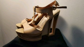 Cut-out heel Sandals