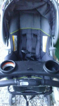 black and gray car seat carrier Atascadero, 93422