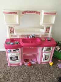 pink and white kitchen playset Frederick, 21702