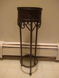 "5"" tall 1 1/2 wide plant Stand Sioux Falls, 57104"