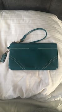 Turquoise patten leather coach wristlet Mississauga, L5H