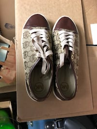 pair of gray-and-white low top sneakers Portland, 97225