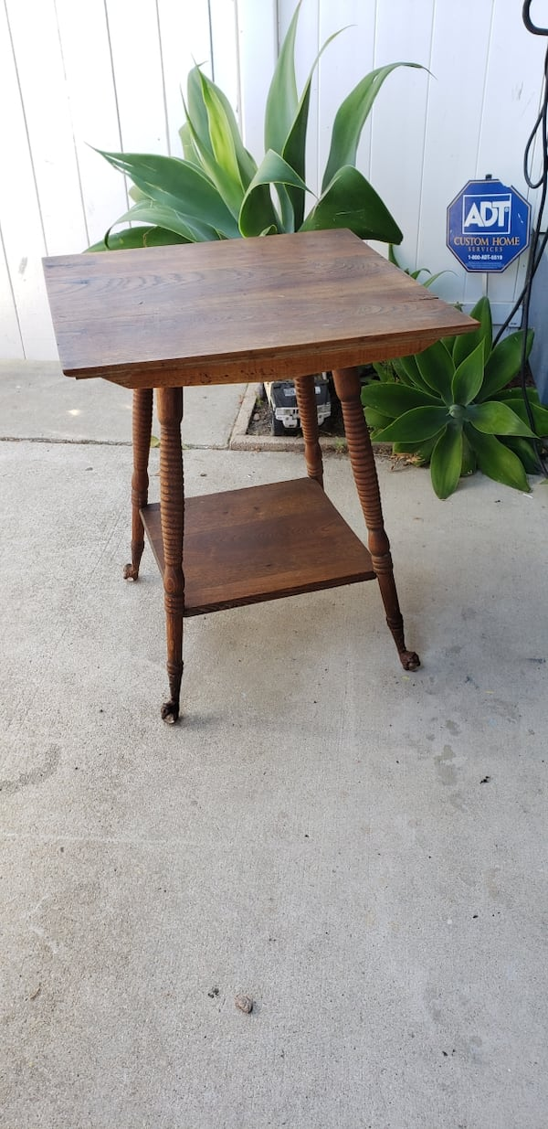Antique ball and claw foot parlor oak table. 1900s-1930s collectible 9844aec3-0609-41f0-acad-bfa39499cd42
