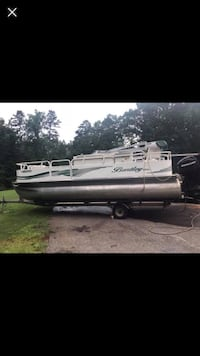 20' Bentley Pontoon 2008 with remote control trolling motor 65 horse mercury gps fish finder fishing seats bench seat live well sink vinyl floors needs cleaning in process of cleaning and the pressure washer quit Homer, 30547
