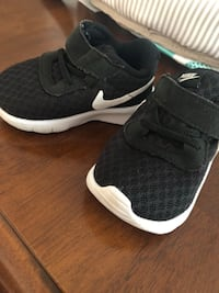 Infant nikes Suffolk, 23438