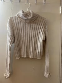 Forever 21 turtle neck sweater Newmarket, L3Y 2M7