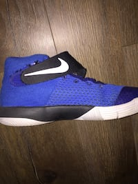 size 5.5 kyrie shoes