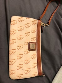 Dooney & Bourke Clutch Olney, 20832