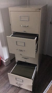Four drawer filing cabinet wth lock London, N6B 2S7