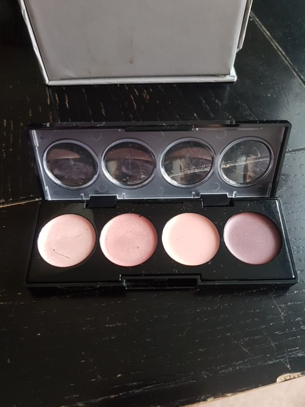 Revlon cream shadow set, brand new