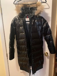 Moncler woman puffer coat . Susie edition Blue Point, 11715