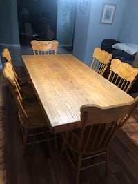 Solid oak dining room table  Centereach, 11720