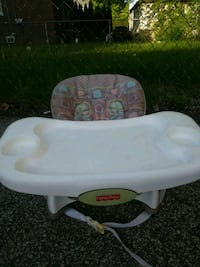baby's white and green Chicco high chair Waukegan, 60085