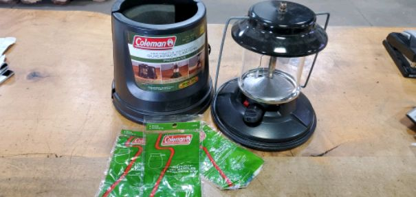 Photo Coleman 2 mantle propane camping lantern with extra mantles.