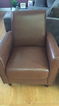 2 Brown faux leather accent chairs Grayslake, 60030