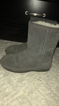 Pair of gray suede boots Windsor, N8W 4E4