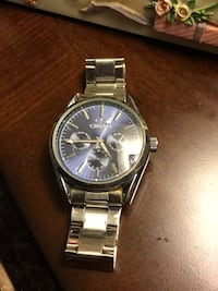 Lg man watch w blue face very attractive and heavy 247 mi