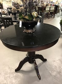 round brown wooden pedestal table Kingston, K7M 3T4