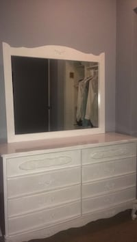 White dresser with mirror  Langley, V2Y