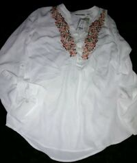 Beautiful NWT Embroidered NY & Co Shirt Summerville