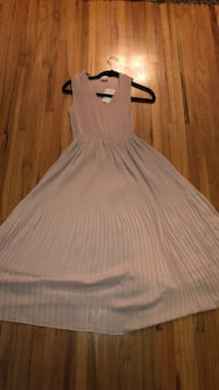 women's white sleeveless dress Coquitlam, V3J 3P9