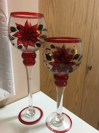 Two clear-and-red floral tea light holders Surrey, V3R 7T8