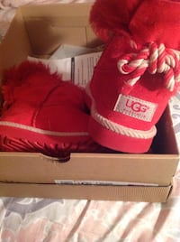 Pair of red  ugg  boots Alexandria, 22302