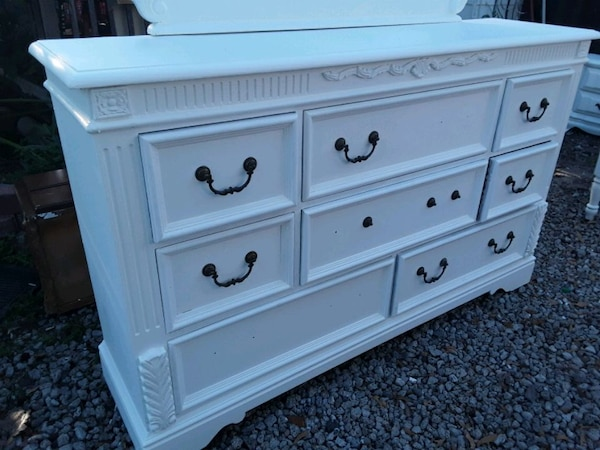 Solid wood White large 8 drawer dresser with mirro 1e179336-ed31-4c11-a856-44a1356efbce