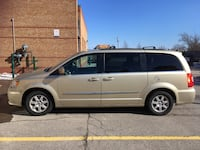 Chrysler - Town and Country - 2011 Brampton